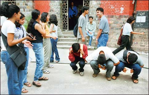 ragging in schools and colleges essay 1390 words free essay on the menace of ragging in schools and colleges the shocking death of 19-year-old aman kachroo sharply reminded the nation of our inability to.