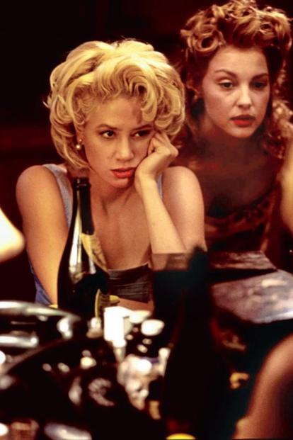 Mira Sorvino (left) and Ashley Judd (both as Marilyn Monroe) in 'Norma Jean & Marilyn'.