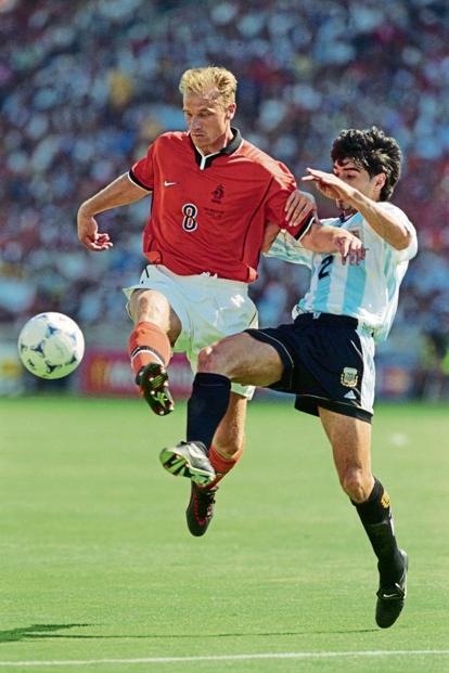 Dennis Bergkamp vies for the ball with Roberto Ayala. Photo: Ben Radford /Allsport