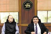 Finance minister Arun Jaitley and RBI governor Urjit Patel. It is time the government and the central bank bury the hatchet so that the Indian economy can go surely on the path of growth. Photo: HT