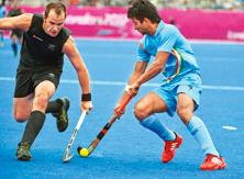 The Kiwis (in black) defeated the Indian team 3-1 in a preliminary round match of men's hockey.