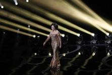 Dame Shirley Bassey performs the song 'Goldfinger' during a tribute to the James Bond films at the Oscars. Photo: Mario Anzuoni/Reuters