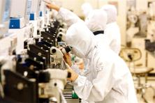 The cabinet last week cleared the setting up of two semiconductor chip fabrication facilities. Photo: Bloomberg
