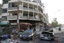 People gather at the site of a car bomb attack in Baghdad. Photo: Reuters