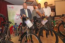 A file photo of Hero Cycles chairman and MD, O.P. Munjal (left). Photo: Jaipal Singh/Express Archive