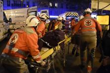 French Red Cross rescue workers evacuate an injured person near the Bataclan concert hall in central Paris, on 13 November.  Photo: Dominique Faget/AFP
