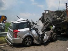 An average of 51 cases of road accidents were reported per hour last year, resulting in 16 deaths per hour. Photo: PTI