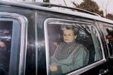 Sonia Gandhi arrives at the Srinagar residence of the late Mufti Mohammad Sayeed to meet his daughter and PDP president Mehbooba Mufti on Sunday. Photo: PTI