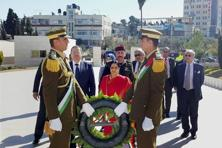 External affairs minister Sushma Swaraj laying a wreath at the mausoleum of late Palestinian leader Yasser Arafat in Ramallah, Palestine, on 17 January 2016. Photo: PTI