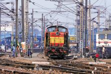 The Indian Railways targeted an 8% increase to 1,186 million tonnes in freight volumes in 2015-16 and a 6% increase in freight earnings to Rs1,11,852 crore. Photo: Ramesh Pathania/Mint