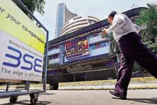 Sensex opened on a flat note and remained sideways for most part of the session awaiting quarterly GDP numbers, but sank heavily on weakness in European equities. Photo: PTI