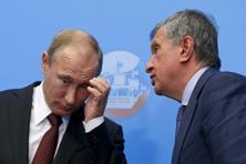 A file photo of Russia's President Putin and Rosneft CEO Sechin. Photo: Reuters