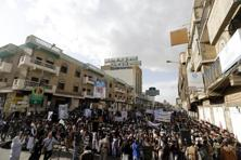 Supporters of the Houthi movement demonstrate against Saudi-led air strikes in Yemen's capital Sanaa. Photo: Reuters