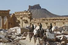 A file photo shows Syrian army soldiers standing on the ruins of the Temple of Bel in the historic city of Palmyra, in Homs Governorate, Syria. Photo: Reuters