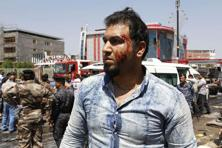 An Iraqi man's face is streaked with blood after a car bomb attack in Basra, Iraq's second-largest city, 550 kilometers southeast of Baghdad. Photo: AP