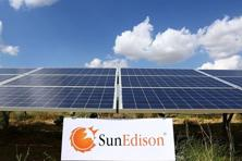 A 500 MW solar power project SunEdison won in Andhra Pradesh in November by quoting record low tariffs in a reverse e-auction is among the projects put up for sale.