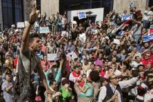 Egyptians shout slogans against Egyptian President Abdel-Fattah el-Sissi during a protest in front of the Press Syndicate in Cairo. Photo: AP