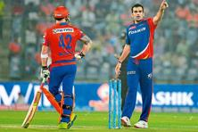 Delhi Daredevils captain Zaheer Khan (right) makes a fielding change. Photo: Prakash Singh/AFP