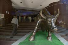 The Sensex slipped in early trade, but some value-buying and higher opening in Europe took the barometer to 25,305.47 at the close, up 75.11 points, or 0.30%. Photo: Abhijit Bhatlekar/Mint
