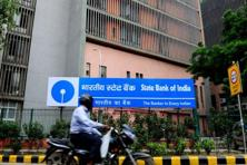 SBI wrote off loans worth Rs3,208 crore during the January-March period, lower than the Rs3,697 crore it had written off in the third quarter.  Photo: Pradeep Gaur/ Mint