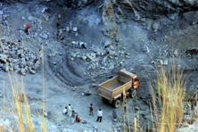 A file photo of graphite mining in Latehar, Jharkhand. Lithium-ion batteries currently consume about 80,000 tonnes a year of graphite, and demand may reach 250,000 tonnes in 2020. Photo: HT