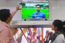 An employee gives a customer an overview of LG electronics' world's first mosquito-repelling TV at an electronic shop in Delhi. Photo: Reuters
