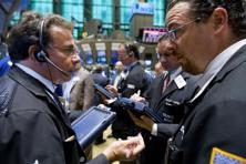 The Standard and Poor's 500 index stands unchanged at 2,100, while the Nasdaq composite gains 11 points to 4,870.