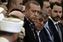 Turkish President Recep Tayyip Erdogan (C) and former Turkish president Abdullah Gul (C-R) attend the funeral of a victim of the coup attempt in Istanbul on Sunday. Photo: AFP