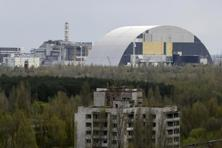File photo. A containment shelter for the damaged fourth reactor (L) and the New Safe Confinement structure (Right) at the Chernobyl Nuclear Power Plant seen from Ukraine's abandoned town of Pripyat. Photo: Reuters