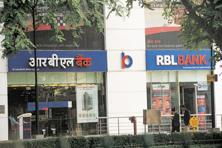 RBL Bank said in a stock exchange filing that it issued 16.17 million shares to 25 institutional investors at Rs225 each, the upper end of the Rs224-225 price band. Photo: Ramesh Pathania/Mint