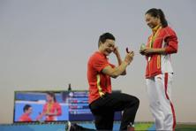 Chinese diver Qin Kai chose the victory podium at Rio Olympics to propose marriage to his girlfriend of six years, He Zi right when she was garlanded with her silver medal. Photo: AP