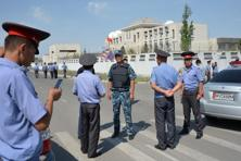 Kyrgyz police officers outside the Chinese embassy in Bishkek on 30 August 2016. Photo: AFP