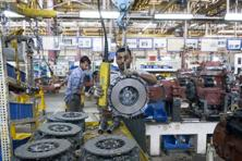 Factory output in the June quarter picked up marginally to 0.6% from 0.2% in the March quarter and merchandise exports contracted at a slower pace in June quarter at 2% from 8.2% contraction in the March quarter. Photo: Mint