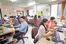 While the number of Internet users in India is growing, that of transacting users isn't increasing at the same rate. Photo: Hindustan Times