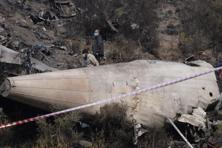 Pakistani investigators inspect the wreckage of the crashed PIA passenger plane Flight PK661 in Abbottabad of Khyber Pakhtunkhwa province. Photo: AFP