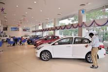 With demonetisation prompting buyers to curtail purchases of discretionary items like automobiles, carmakers had to go the extra mile to attract buyers into showrooms. Photo: Pradeep Gaur/Mint