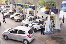 Petrol pumps will take a decision on card payments after 13 January. Photo: Mint