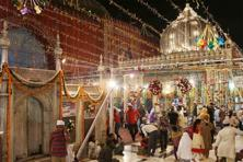 'Qawwalis' are performed at the Hazrat Nizamuddin 'dargah' every evening.