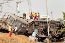 At least 39 people lost their lives due to the derailment of Hirakhand Express at Vizianagaram district of Andhra Pradesh last night. Photo: PTI