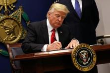 Donald Trump's Friday signing of an executive order barring the citizens of seven Muslim-majority countries from entering the US, on the heels of his war of words with Mexico over trade, alarmed executives from big employers including GE, Google and Microsoft. Photo: Reuters