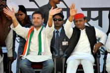 Congress vice president Rahul Gandhi and UP chief minister Akhilesh Yadav waving to the crowd at a public rally in Jhansi on Sunday. Photo: PTI