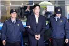 Samsung group chief, Jay Y. Lee (centre) arrives at the office of the independent counsel team in Seoul on Wednesday. Photo: Reuters