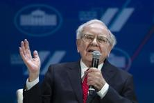 Warren Buffett received warrants to buy 700 million Bank of America common shares at $7.14 each, roughly where the stock traded, by September 2021. Photo: AP