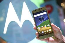 A major difference between the Moto G5 (above) and G5 Plus is the screen size. Photo: Paul Hanna/Reuters.