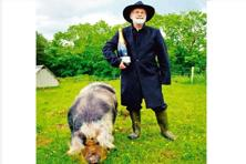 Terry Pratchett received Bollinger Wodehouse award for comic writing with a pig called snuff in 2012. Photo: AP