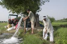 The proportion of farmers dependent on ground-water irrigation has risen sharply over the past couple of decades. Photo: Mint
