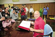 File photo. Delhi deputy chief minister Manish Sisodia with budget copy for fiscal 2016-17 at Delhi Vidhan Sabha on 28 March 2016. Photo: Pradeep Gaur/Mint