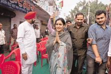 Aparna Yadav arrived with a bouquet of flowers at the VVIP guest house where Uttar Pradesh chief minister Yogi Adityanath is staying. A file photo: Hindustan Times
