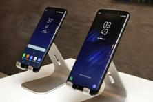 New Samsung Galaxy S8 (left) and Galaxy S8 Plus mobile phones displayed in New York. Photo: AP