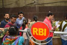Friday was the last day for exchanging the old Rs500 and Rs1000 notes at RBI counters. Photo: Ramesh Pathania/Mint